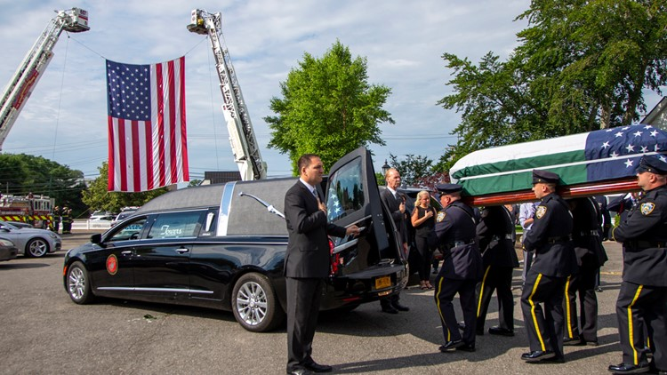 Luis Alvarez funeral scene Sept 11 Attacks-First Responder Dies