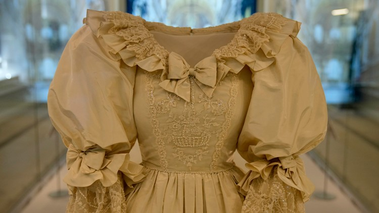 Princess Diana's wedding dress goes on display in London