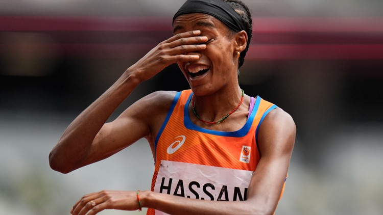 After falling on last lap, world champ gets up and still wins 1,500-meter heat