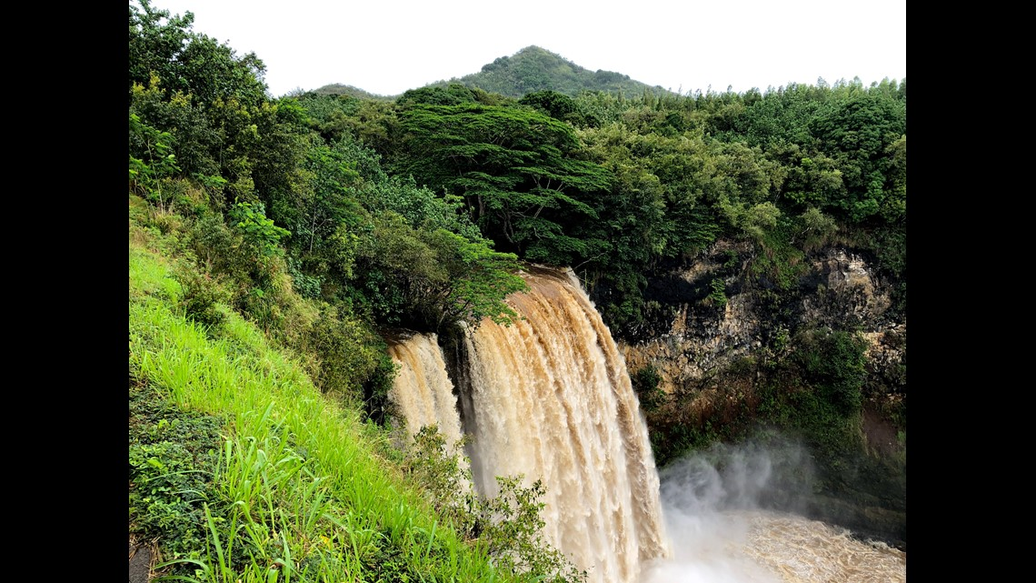 Tropical Storm Olivia makes a mess for Hawaii tourists