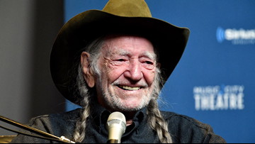 Willie Nelson ends concert, cancels shows amid illness concerns