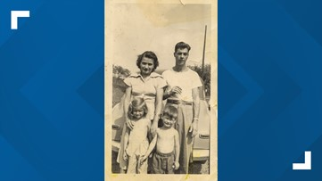 25 years later, woman makes 2nd attempt to reunite old family photo with its family