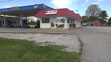 Customer leaves $700 tip for staff at northwest Arkansas diner