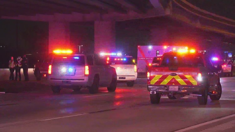 Teen dies after jumping out of moving vehicle during argument with mother on I-45, sheriff says