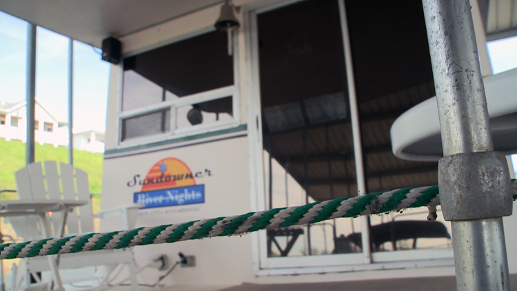 Arkansas' Greatest Getaways: Houseboat