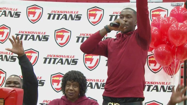 Jacksonville's Davonte Davis signs with Arkansas
