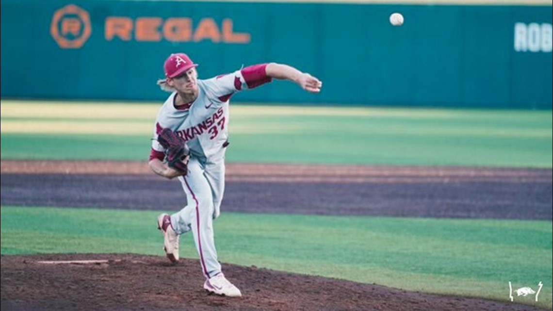 Arkansas overcomes five-run deficit to edge Tennessee 6-5