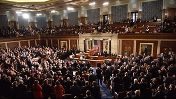 Verify | What's the legality of lawmakers getting paid during government shutdown?