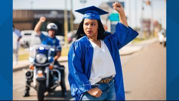 Jonesboro photographer captures powerful moment of graduating senior at protest