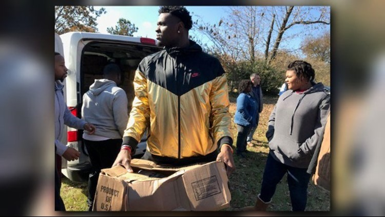 NFL tight end Demetrius Harris comes home to Jacksonville to spread holiday joy