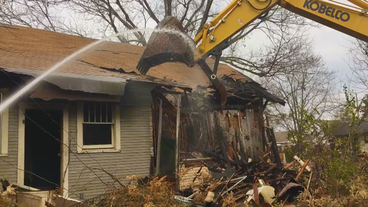 Pine Bluff Urban Renewal Agency demolishing neglected homes, hopes to  build up the city