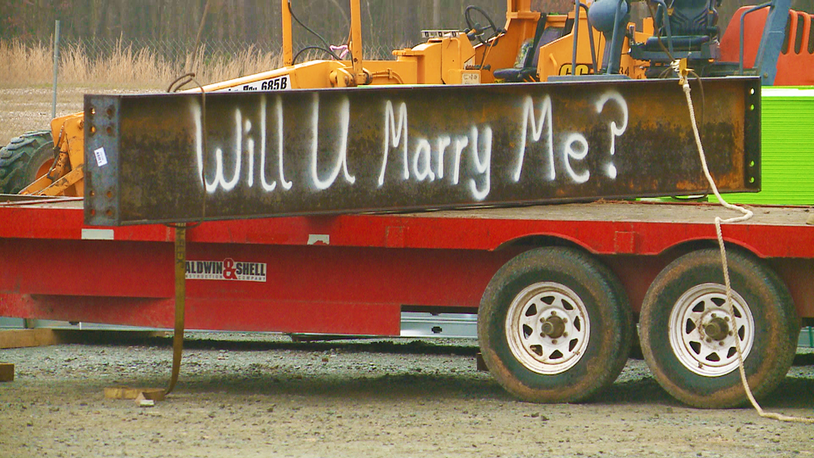 'Will U Marry Me?': Arkansas couple gets engaged at construction site