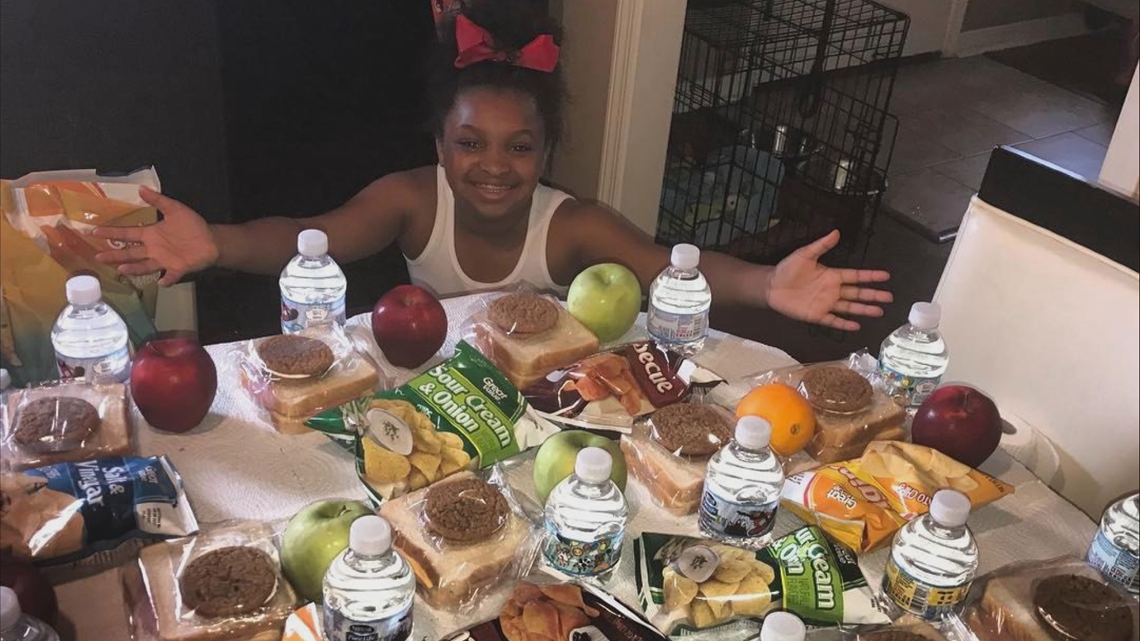 This 12-year-old Arkansan helps give grocery gifts to homeless