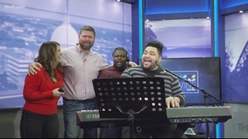 The Vine crew sings backup for Tommy Mason Jr.