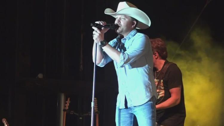 Justin Moore performs for Boys & Girls Club of Saline County benefit concert