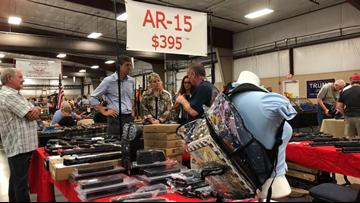 Beto O'Rourke visits Arkansas gun show during campaign visit