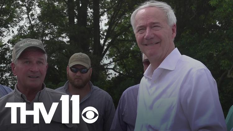 Gov. Hutchinson visits southeast Arkansas after flooding