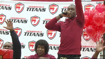 Davonte Davis signs with Arkansas