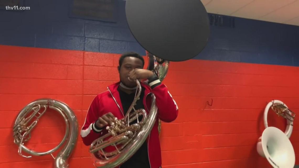 Little Rock Hall's triple threat: Darius Woodus