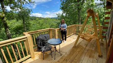 You can enjoy luxurious tree houses built 20 feet in the canopy of the Hot Springs trees