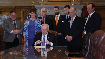 Gov. Hutchinson signs bill creating resident lifetime license for disabled vets