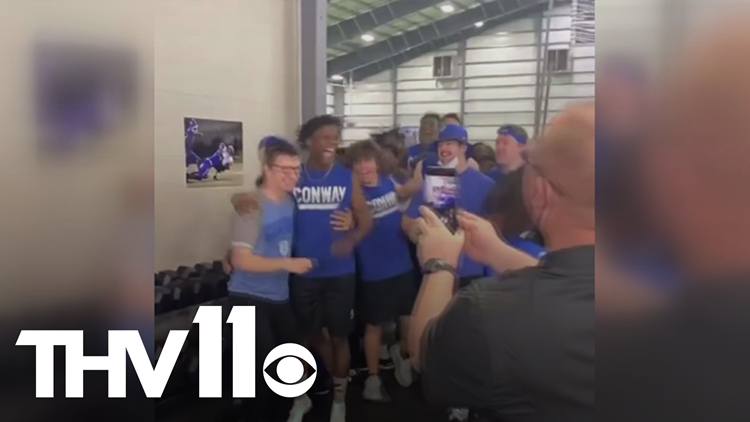 Conway Wampus Cat manager goes viral with vertical jump