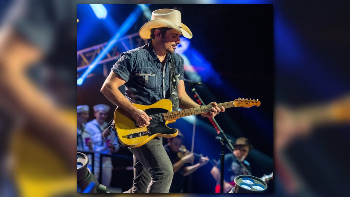 Soldier's wife in Little Rock gets surprise from country singer Brad Paisley