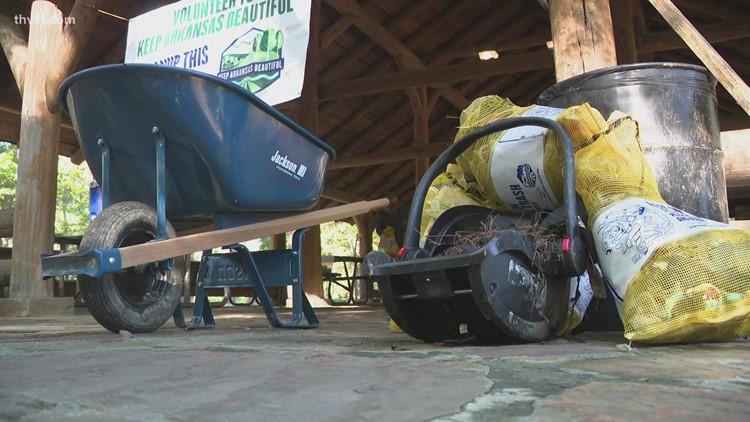 CALS, volunteers clean up Boyle Park in Little Rock