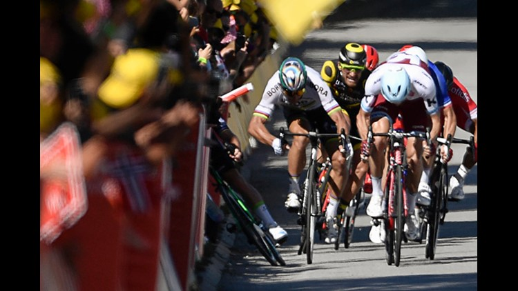 <p>The winner of 30 Tour stages in his stellar career was later diagnosed with a broken right shoulder blade and withdrew from the race.</p>
