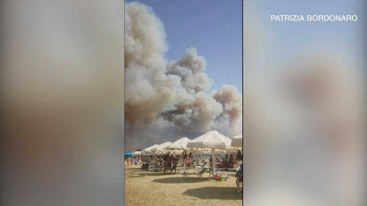 Beachgoers Flee Italian City as Wildfire Rages Nearby