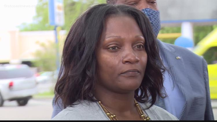 Woman suing grocery store after being accused of shoplifting, tased in parking lot