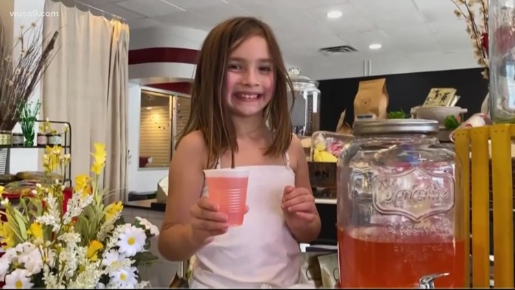 Community buys lemonade to help a little girl in need | Get Uplifted