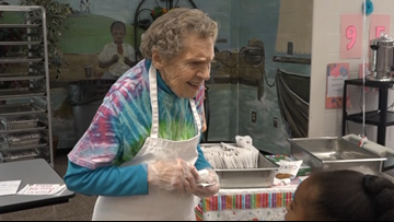 Cafeteria worker celebrates 95th birthday with her students