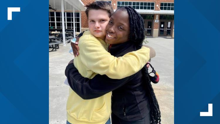 Custodian, high schooler with autism form club to keep people from eating lunch alone