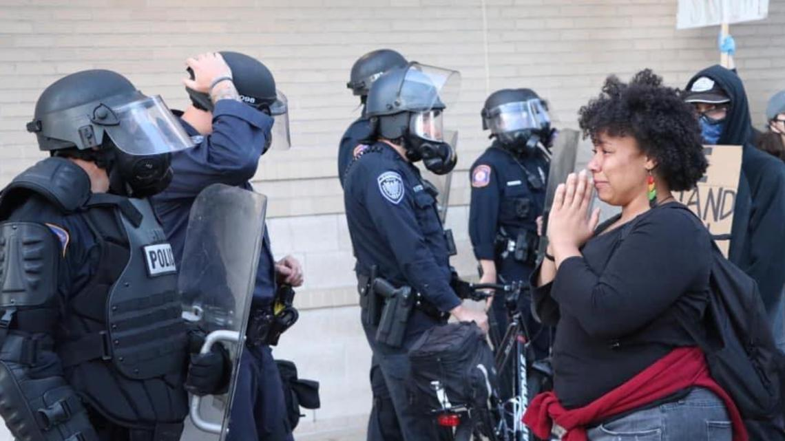 'Can you pray for us too?' Woman said police officer asked her to pray from them